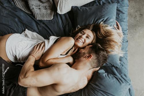 Fotografie, Tablou Beautiful loving couple kissing in bed
