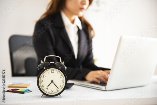 Fototapeta Office Business woman working overtime obraz na płótnie