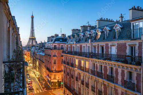 Tuinposter Centraal Europa Blick auf den Eiffelturm in Paris, Frankreich