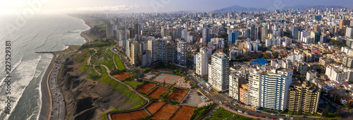 Photo  aerial view of Miraflores town in Lima, Peru.
