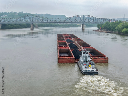 Fotografering Coal barge and pusher boat