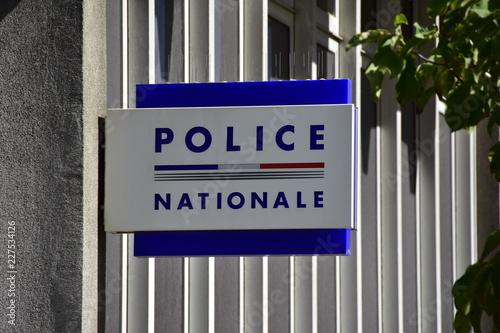 Fotografía  Panneau Police nationale écrit en français, France