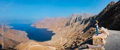 Canvas-taulu Woman enjoying view over Fjord Khor Najd in Oman