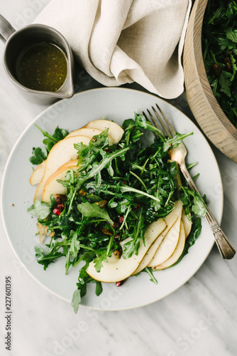 In de dag Aromatische Overhead view of pear and arugula salad with champagne dijon vinaigrette