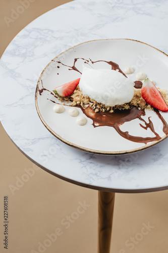 Spoed Foto op Canvas Dessert Meringue cake