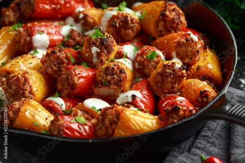 Tablou Canvas Sausage meat, mince and rice Stuffed sweet mini bell peppers baked in cast iron