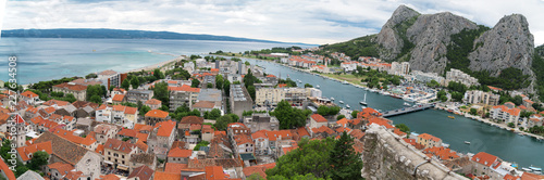 In de dag Centraal Europa Panoramic view on Omis town and Cetina river in Croatia.