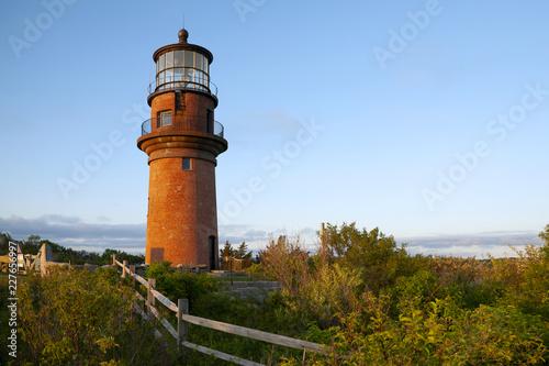 Montage in der Fensternische Leuchtturm Wooden Fence Near Brick Tower of Aquinnah Lighthouse in Martha's Vineyard Island