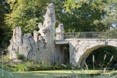 Foto  Blanquefort Majolan Park lake and river near Bordeaux France