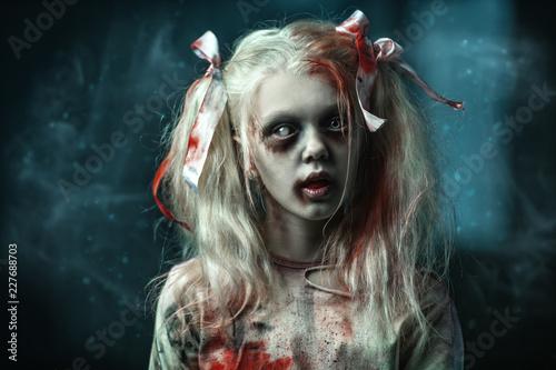 Foto blonde zombie girl