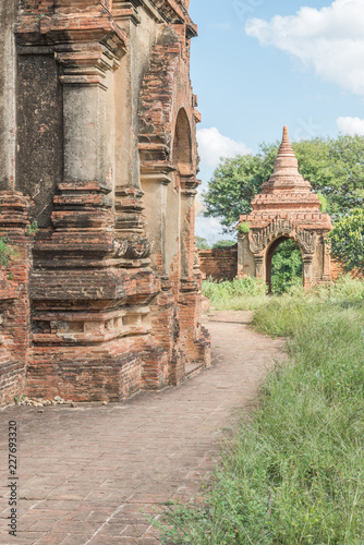 Fotobehang Bedehuis Taung Guni Pagoda, one of the most interesting temple of the Bagan area