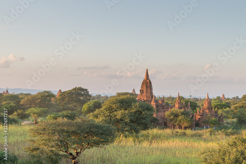 Photo  sunset moment in Bagan, view from terrace of the incredible landscape of this ma