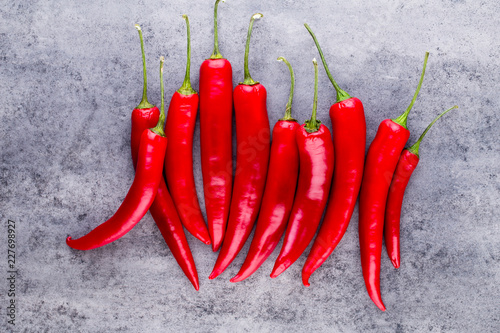 In de dag Aromatische Chili cayenne pepper on grey background.