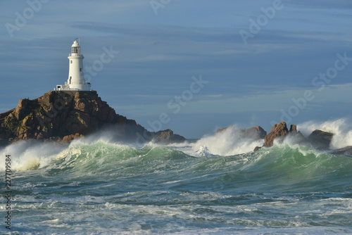 Montage in der Fensternische Leuchtturm La Corbiere lighthouse, Jersey, U.K. Storm Callum hits a coastal landmark.