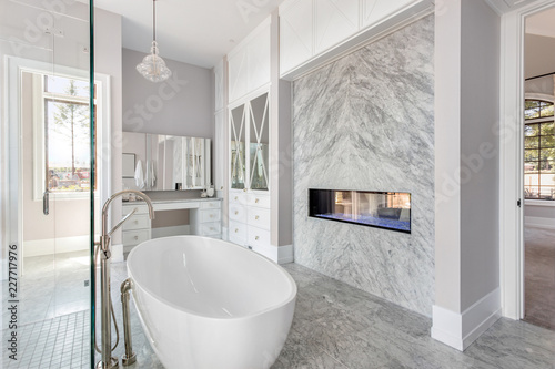 Fotografía  Luxurious Master Bathroom in New Home with Fireplace and Large Bathtub