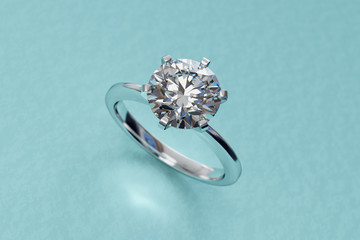 White gold solitaire diamon...