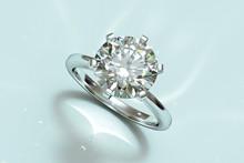 Round Cut Solitaire Diamond En...