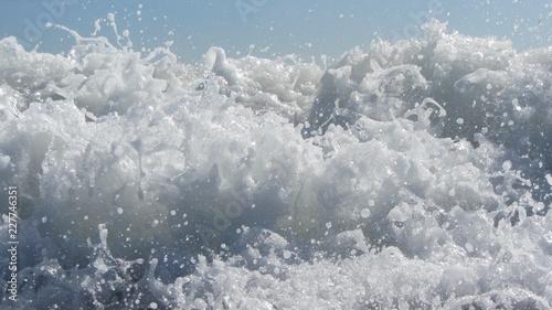 Papiers peints Arctique White Foam Crashing Waves Ocean Shore Closeup