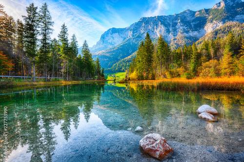 Tuinposter Blauwe hemel Fantastic autumn sunrise of Hintersee lake