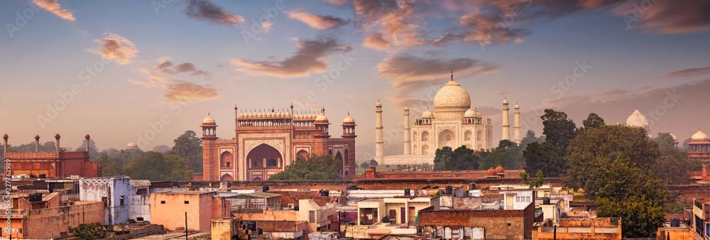 Fototapeta Panorama of Taj Mahal view over roofs of Agra