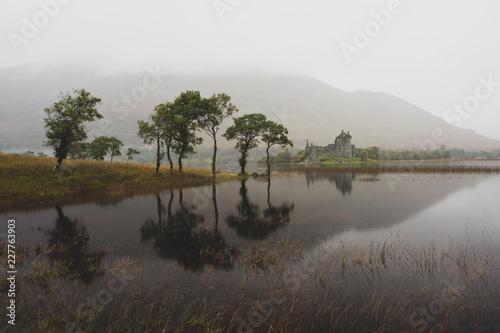 Fototapeta Kilchurn Castle on Loch Awe in the highlands of Scotland.