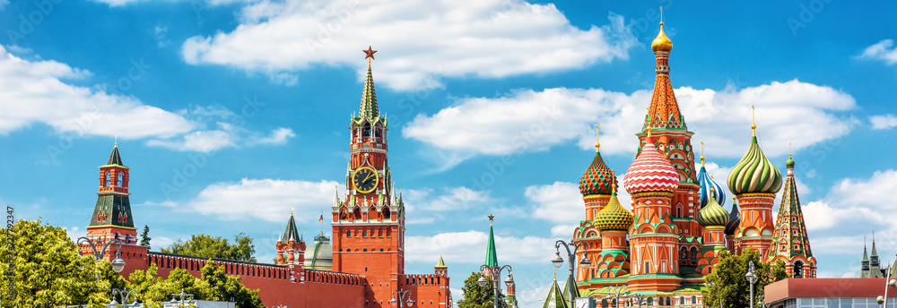 Fototapety, obrazy: Panoramic view of Moscow Kremlin and St Basil's Cathedral in Moscow