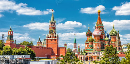 In de dag Moskou Moscow Kremlin and St Basil's Cathedral on the Red Square in Moscow