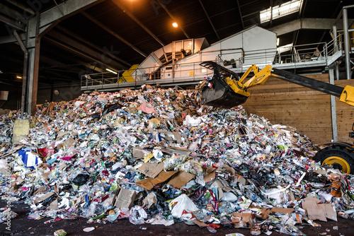 Fotomural usine de traitement des déchets plastiques et papiers