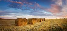 осенний пейзаж в поле с сеном вечером, Россия, Урал