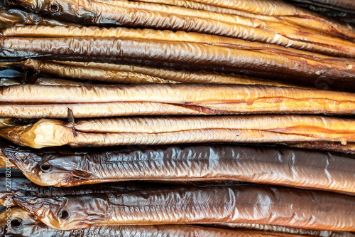 Fotografía  Smoked eels freshly prepared and ready to eat.