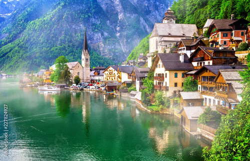 Fotografie, Obraz Landmarks of Austria - emerald lake and beautiful village Halstatt in Austrian A
