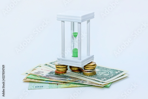 Fotografía  Hourglass and money