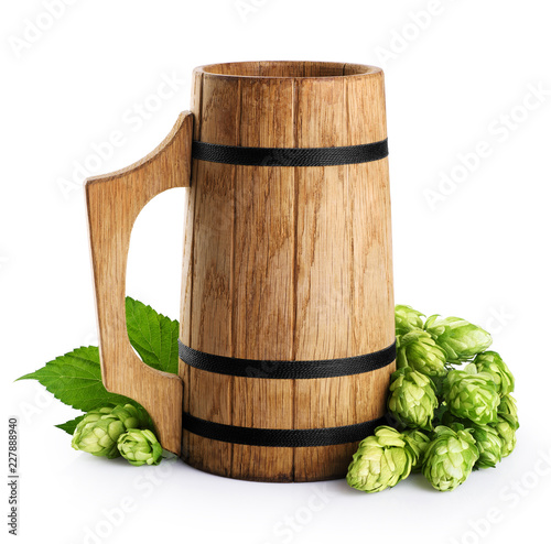 Tuinposter Bier / Cider Wooden mug and hops isolated on white background.
