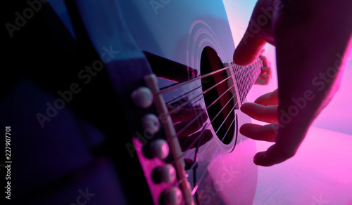 Fotografia Acoustic guitar played by a girl