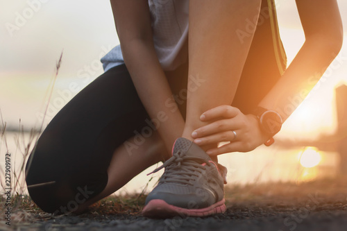 Photo Ankle twist sprain accident in sport exercise running jogging
