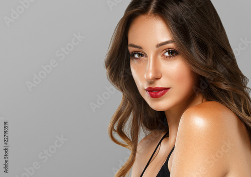 Fototapety, obrazy: Beautiful brunette with red lips and long hair tanned skin with beauty eyes face closeup
