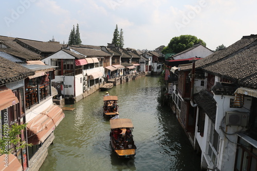 Photo  Boats in canal at Zhujiajiao ancient water town in Shanghai, China, Asia