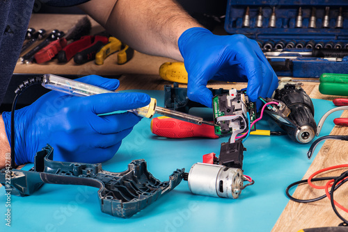 Stampa su Tela repair of power tools in the service center