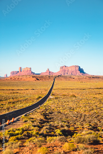 Spoed Foto op Canvas Verenigde Staten Classic highway view in Monument Valley at sunset, USA