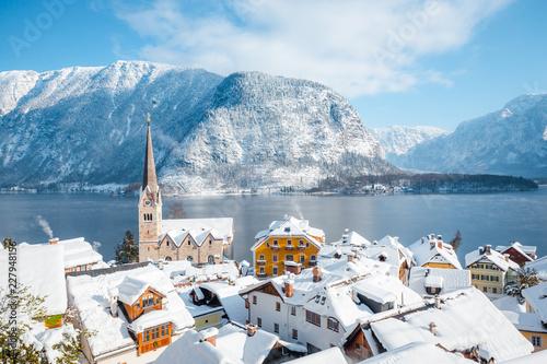 In de dag Centraal Europa Hallstatt village in winter, Salzkammergut, Austria