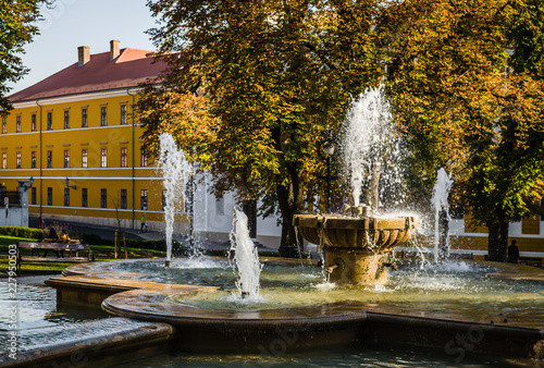 Autocollant pour porte Fontaine Pecs, Hungary - October 06, 2018: The fountain in the city park Pecs, Hungary, in the fall