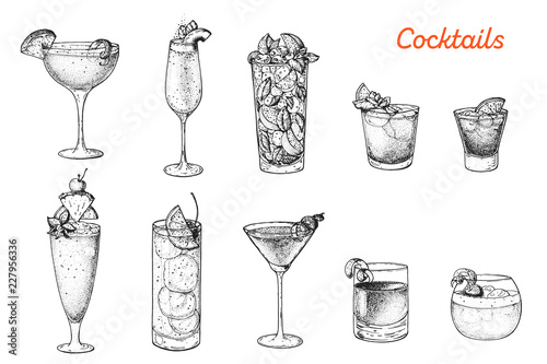 Papel de parede Alcoholic cocktails hand drawn vector illustration