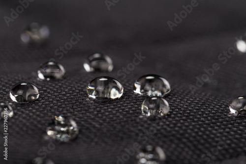Poster Tissu Water drops on waterproof black fabric