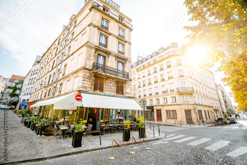 Keuken foto achterwand Historisch geb. Street view with beautiful buildings and cafe terrace during the morning light in Paris