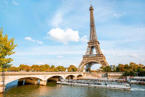 Papiers peints Paris View on the Eiffel tower on Seine river during the autumn in Paris