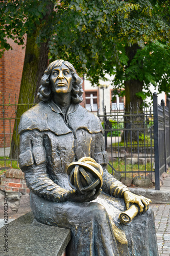 In de dag Historisch mon. OLSZTYN, POLAND. A fragment of a monument to Nicolaus Copernicus with an astrolabe and the manuscript in hands