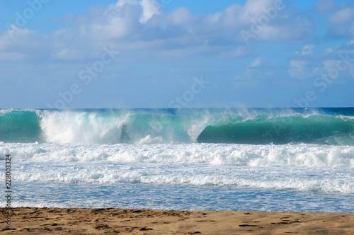 Foto auf Gartenposter Wasser Breakers and Curls form Wave Action on Kauai