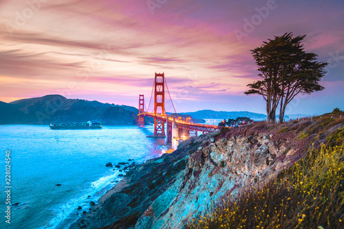 Deurstickers San Francisco Golden Gate Bridge at twilight, San Francisco, California, USA