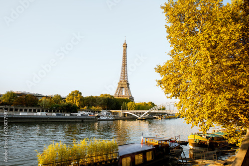 Papiers peints Paris Landscape view of the riverside with Eiffel tower during the morning light in Paris