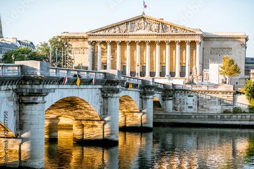 Papiers peints Con. ancienne Landscape view of Concordia Bridge with National Assembly of France in Paris